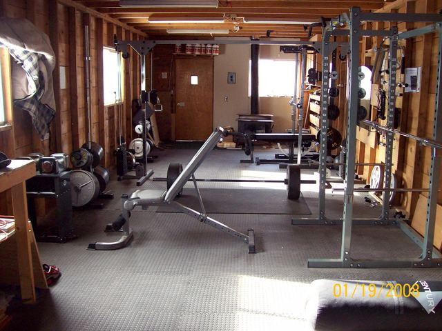 Well equipped home gym design ideas interior