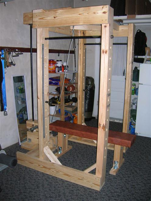 Power rack selber bauen  Homemade power rack made out of wood and pipe..